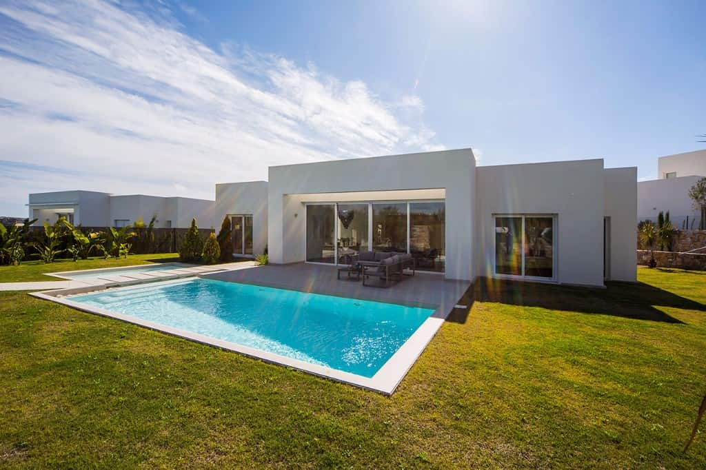 Villa with beautiful garden in Las Colinas Golf Club